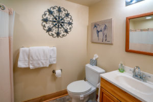 Doc-Holidays-cabin-–-bathroom-300x200.jpg